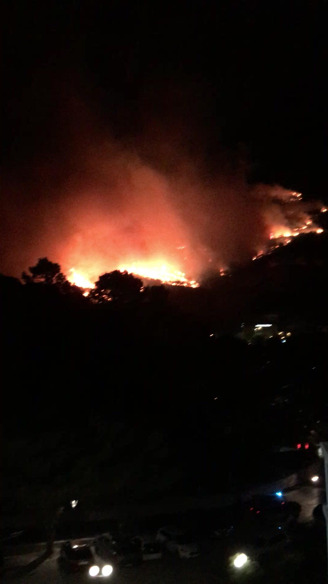 Videoopptak av brannen som nærmar seg hotellet.